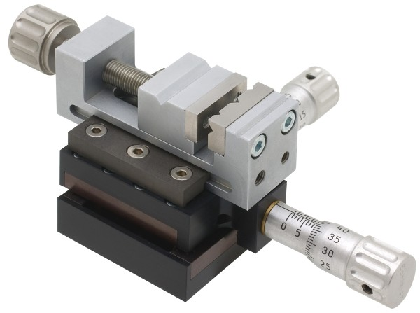 Abbildung: Kreuztisch mit Mini-Schraubstock Gr 2 (Das Bild kann vom Original geringfügig abweichen.)